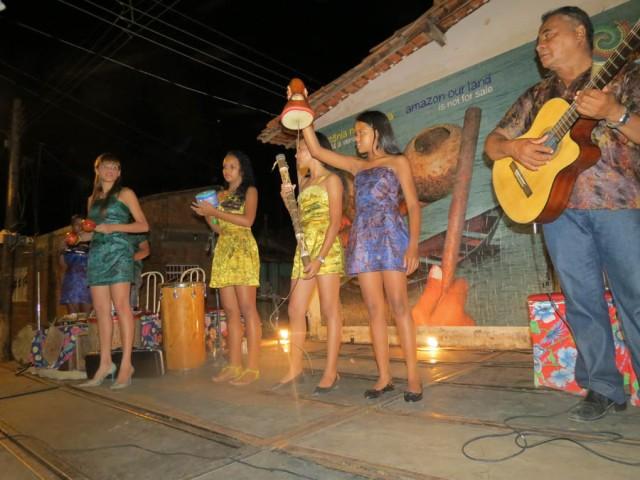 Évany Valente das Latinhas de Quintal vai visitar o sul do país pela primeira vez para apresentar músicas do CD Amazônia Nossa Terra e oferecer uma oficina sobre a relação entre percussão e educação dialógica.