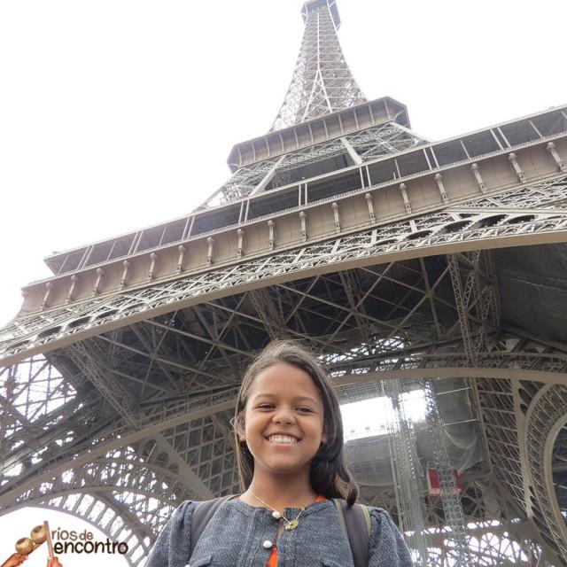 Évany voltou de Paris com uma exposição cultural e contatos para as escolas e comunidades de Marabá