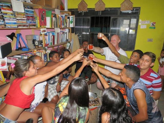 Jovens coordenadores dos micro-projetos brindam a novo programa cultural 2014