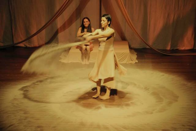 Cristina Ruiz, dançarina e educadora, nossa próxima artista em residência, de uma comunidade popular da Lima, Peru.