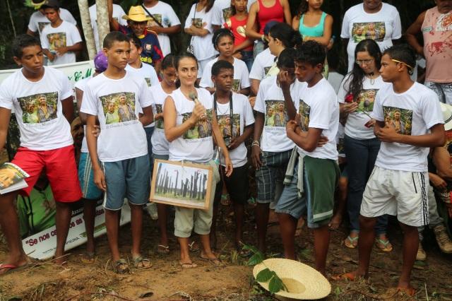 Mano Souza apresenta Erivaldo, Antonio, Alanis, Brendon, Brian, Igor e Rafael de Cabelo Seco, 12 vezes mais vulneráveis a ser assassinado de que jovens em qualquer outro região de Brasil,  como 'sementes do futuro'