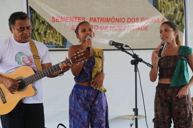 Depois de seis anos de atuação cultural, Camila Alves oferece cursos de dança no festival de verão.
