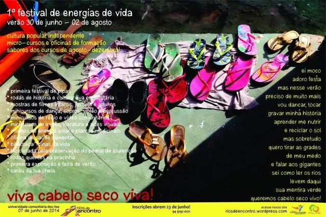 O novo outdoor anuncia o Festival de Energias de Vida, na parede da 'Galeria do Povo' em Cabelo Seco.