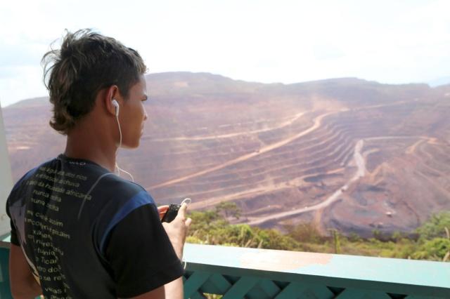 Antonio Soares dos Rabetos Videos estuda a obra N4 da Vale.
