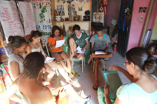 curso de literatura amazónica coordenado pela professora Gabriela Silva.