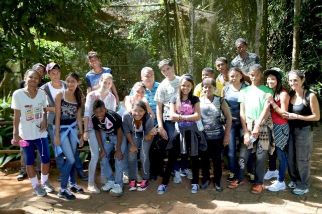 Os gestores do Rios de Encontro na entrada do Jardim Zoobotânico.
