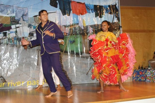 Matheus Sá e Carolayne Valente apresentam Quadrilha no espetáculo.