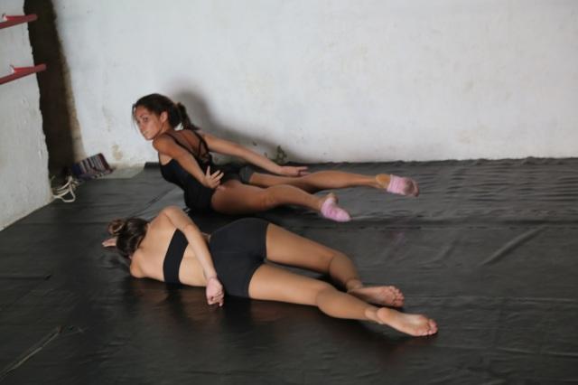 Camylla Alves e Lorena Melissa adaptam a obra 'Lágrimas Secas' para uma plateia internacional da Festa das Artes 'Somos as Américas', durante o festival.