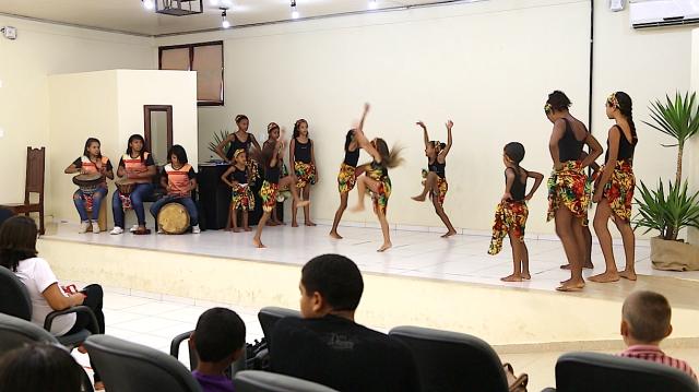 AfroMundi-Mirim apresenta no palco da Unifesspa.