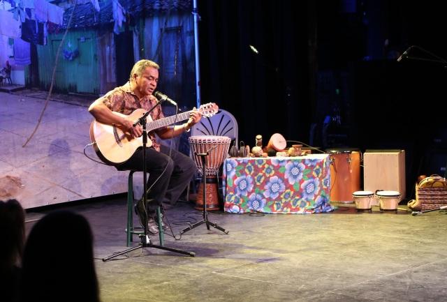 Zequinha toca 'Deixa o Rio Passar' em New York (Maio 2015).