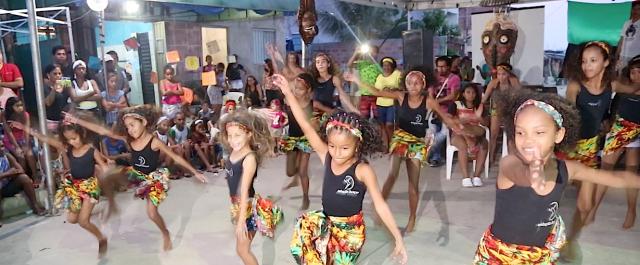 AfroMirim dança sua celebração de Consciência Negra na Orla de Cabelo Seco.