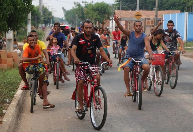 Pais e filhas, moradores e jovens celebram a vida da comunidade e seu Rio Tocantins, integrando consciência negra e ecocultural!