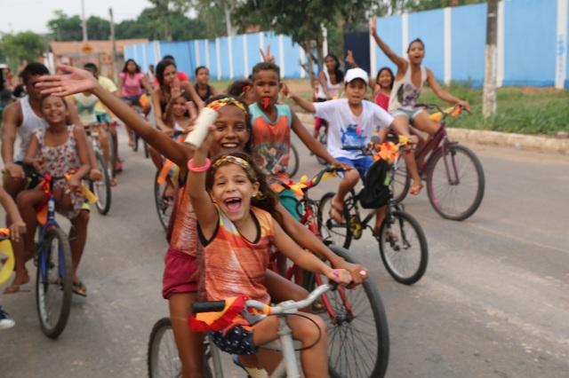 Os nascentes, AfroMundi Mirim, na frente da bicicletada!