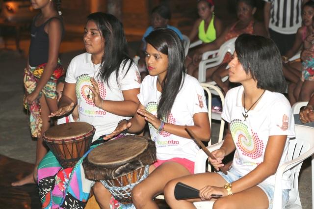 Percussionistas 'Tambores da Liberdade' transformam sete anos de colaboração nas Latinhas de Quintal em pesquisa e apresentação nacional