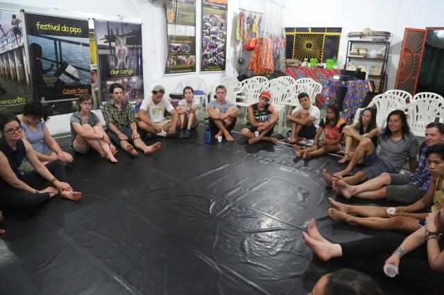 Universitários dos EUA aprendem sobre Amazônia na Universidade Comunitária dos Rios.