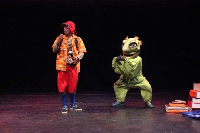 Vichama Teatro, parceiro de Rios de Encontro, comemora 33 anos de teatro infantil com o espetáculo 'O Ladrão de Palavras'. Vai trazer para Marabá ao Festival de Beleza Amazônica 2016.