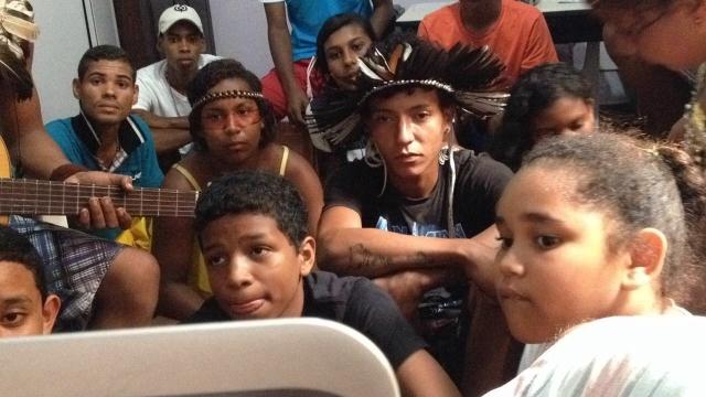0 Jovens indigenas de Thydewas dialogam com jovens arteducadores do Rios de Encontro num primeiro encontro do projeto Redes de Criatividade, rumo ao Rios de Criatividade em novembro de 2016.