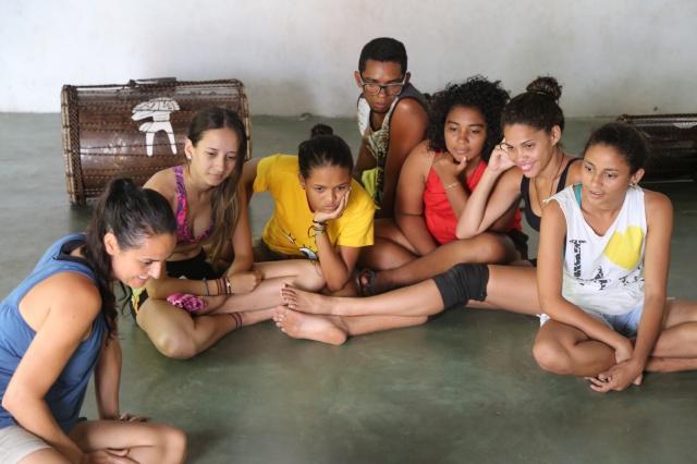 O Coletivo Afro-Raiz de arteducadores da Cia AfroMundi, Tambores da Liberdade, Folhas da Vida e Rabetas Vídeos iniciam uma troca cultural com jovens indígenas no Pontão da Cultura Thydewas, no Sul da Bahia no primeiro encontro do projeto Redes de Criatividade.