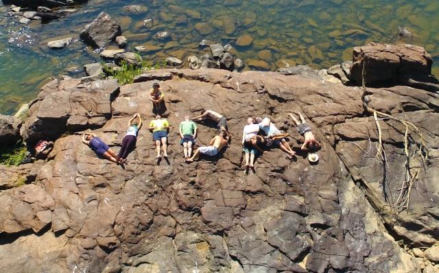 Gestores do Rios de Encontro, ABRA e a Unifesspa escrevem com seus corpos sua 'colaboração pela vida' no Pedral do Lourenção.
