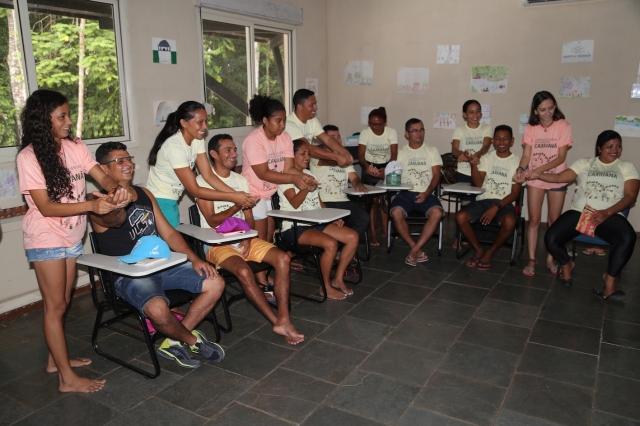 Alanes, Elisa, Lorena e Camylla de Rios de Encontro ajudam na formaçäo dos professores das escolas de Potel e Melgaçu nas Olimpíada de Ciência na Floresta.