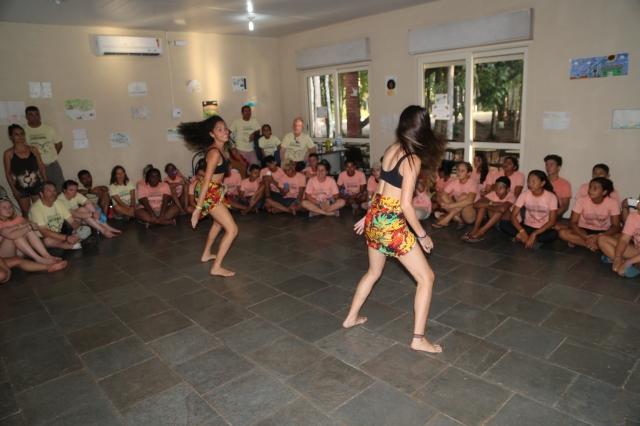 AfroMundi apresenta sua pesquisa em dança afro-brasileira aos alunos das Américas numa oficina de criação.