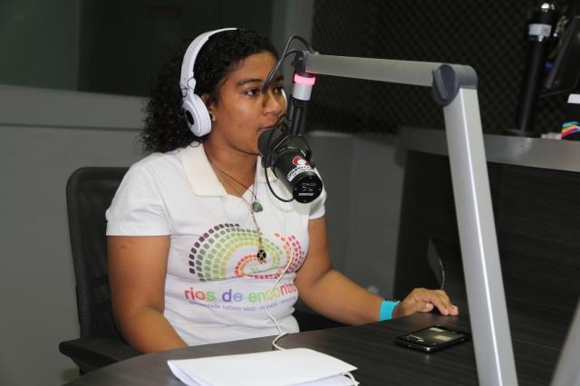 Igual com Alanes, Elisa surpreendeu os jornalistas da Rádio Itacaiúnas com a inteligência, originalidade e lucidez de sua reflexão sobre Belo Monte, formação eco-cultural e a força transformadora do resgate de raízes adormecidas.
