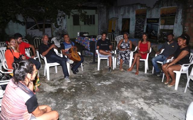 Artistas e professoras/es de Marabá realizam uma roda de planejamento estratégico depois de assistir 'Belo Monte: Depois da Inundação' no Barracão da Cultura.