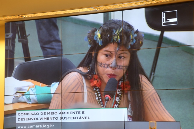 Liderança Mundurucu denuncia a violência contra a vida planetária da política energêtica da hidrelétrica atual.