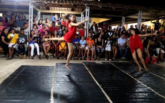 Cia AfroMundi apresenta sua pesquisa-ação atual sobre dança contemporânea popular com a performance de 'Corpo'. A plateia ficou de boca aberta, em silêncio profundo.