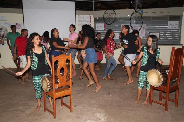 """Percussionistas de Tambores da Liberdade se-juntaram com estudantes do movimento """"Ocupa Unifesspa"""" no festival numa celebração de educação pública gratuita e de qualidade."""