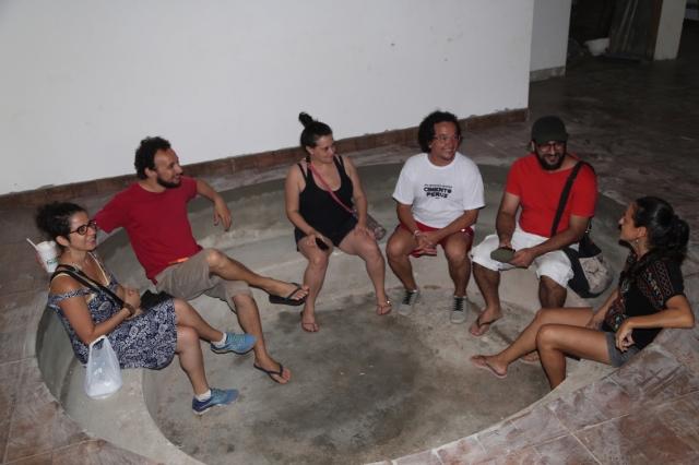 Os artistas de São Paulo curtam a primeira roda na Roda de Histórias e Sonhos na nova Casa dos Rios.